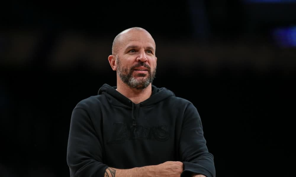 Dallas Mavericks coach Jason Kidd is catching all the flak for his ridiculously large collar in a new picture posted by the team
