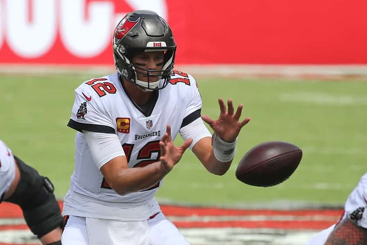 Free DraftKings NFL DFS Picks Week 4 Sunday Night Football cheat sheet for Buccaneers vs. Patriots using expert DFS projections, rankings & ownership