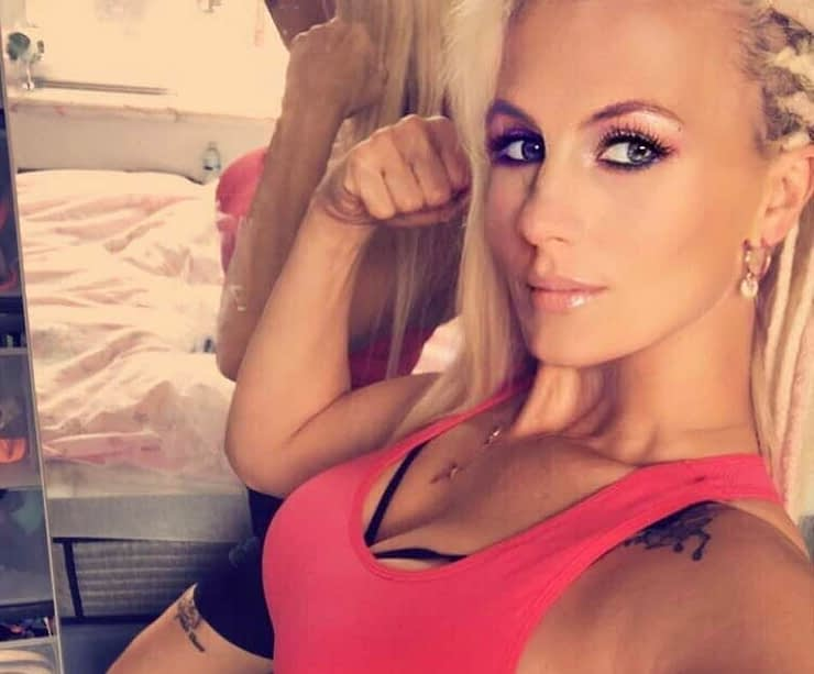Cindy Dandois is making TONS of people happy -- selling nude pictures via OnlyFans and using the money to support her local gym. Well done.