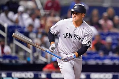 According to a report, Anthony Rizzo has been adamant with his family members that he would like to remain a member of the New York Yankees