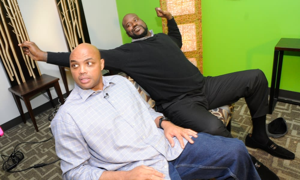 During a recent podcast interview, Shaq was quick to hilariously throw some more shade at Charles Barkley when asked a question about co-hosts