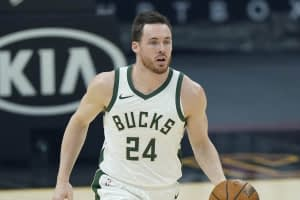 Zach Brunner finds the best NBA fantasy No House Advantage predictions and expert picks for Suns vs. Bucks Finals Game 6 on Tuesday, July 20.