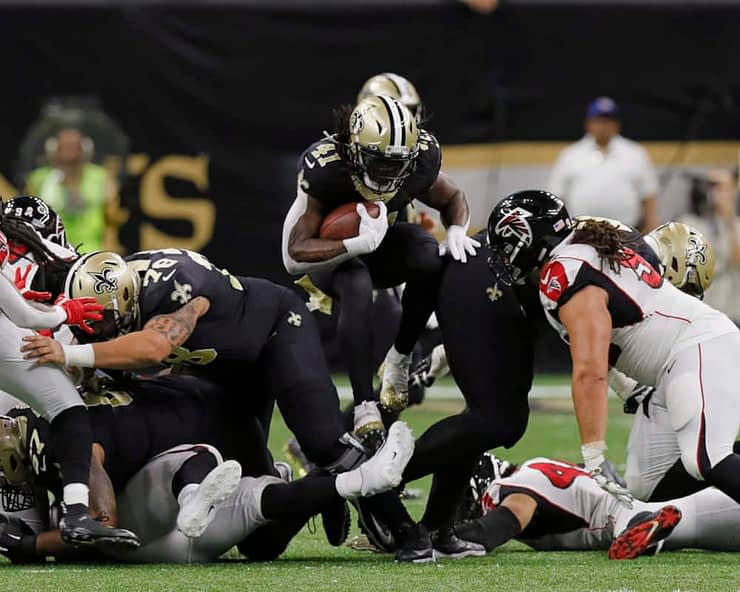 Sam Smith's Premium NFL DFS picks for DraftKings & FanDuel based on offensive line vs defensive line play for fantasy football, Week 17.