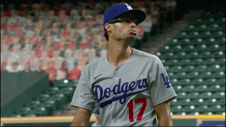 Joe Kelly hit Alex Bregman with a troll job we've never seen before in MLB, talking so much sh*t it cleared the Astros & Dodgers benches.