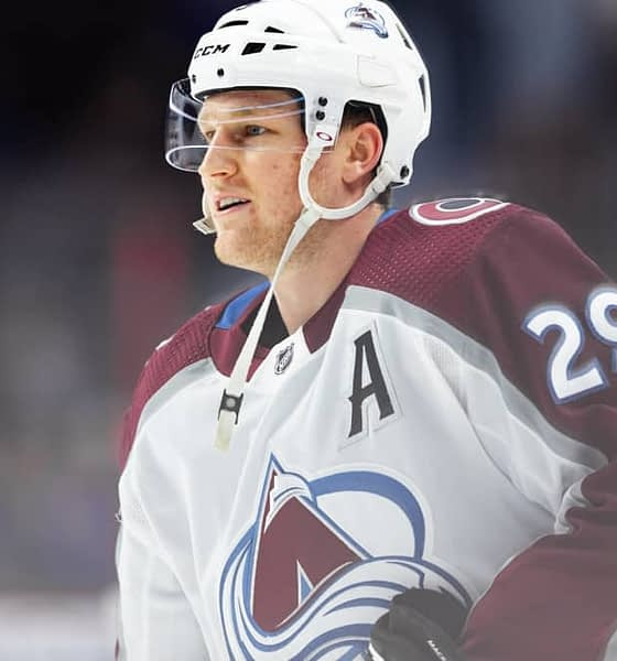 DraftKings & FanDuel NHL DFS picks like Nathan MacKinnnon for today's NHL DFS slate based on Awesemo's NHL projections, 8/24/20.