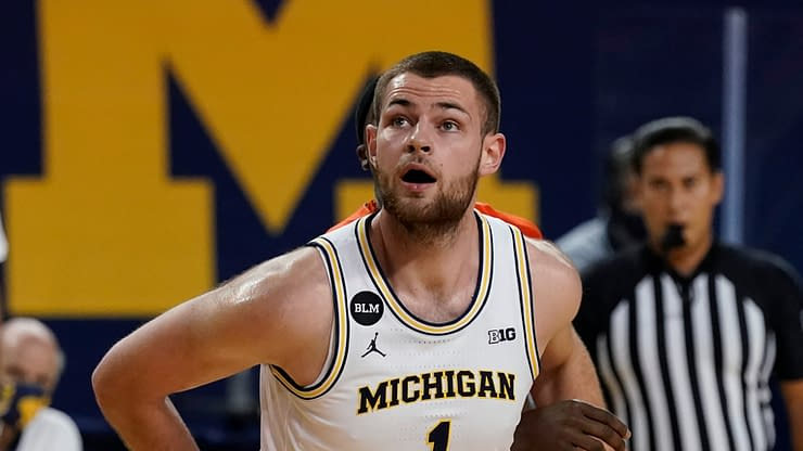 Michigan Wolverines big man Hunter Dickinson ignites a war with the Illinois fan base on Thursday, calling them 'annoying' during Media Day