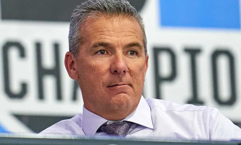 When deflecting a question about the USC rumors, many fans were quick to notice that Urban Meyer wasn't too convincing when saying he was committed to Jacksonville