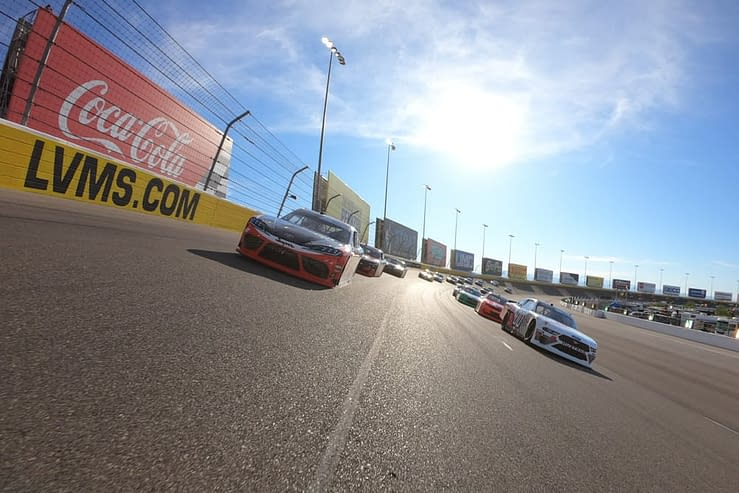 NASCAR DFS Picks Strategy Show with expert DraftKings and FanDuel advice for the Hollywood Casino 400. 10/23/21